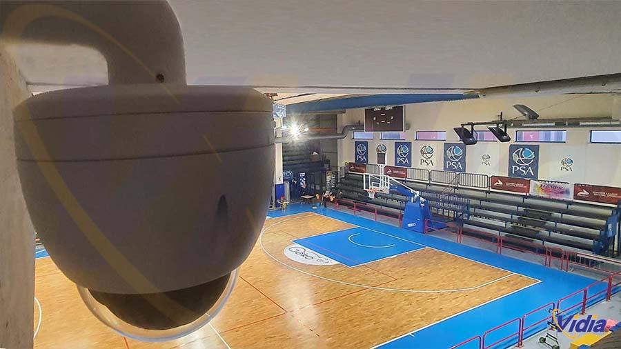 telecamera speed dome installata in campo da basket